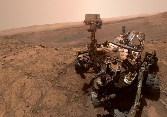 Curiosity Rover takes a selfie on Mars. Credit: NASA/JPL-Caltech/MSSS
